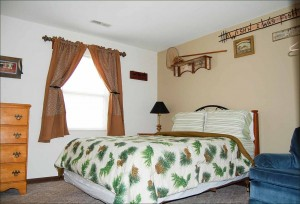 table rock lake-hickory hollow resort-Cabin 3 Bedroom 1