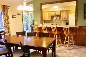 table-rock-lake-hickory-hollow-resort-bartlett-house-2019-3
