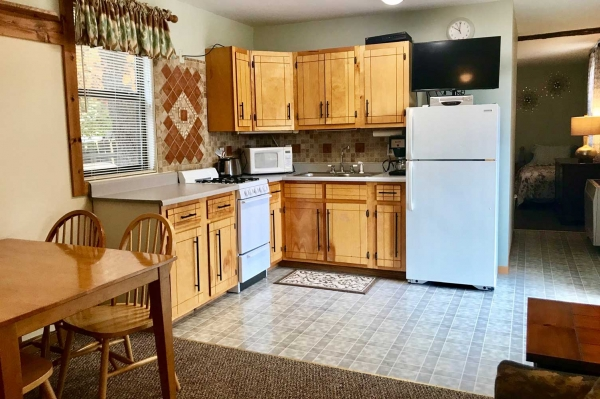 table-rock-lake-hickory-hollow-resort-cabin-1-2019-bedroom